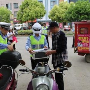 杜桥交警剑指电动车不戴头盔和各类交通违法行为!