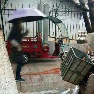 江西吉安男子砍伤11人 目击者:周围市民合力将歹徒按地上